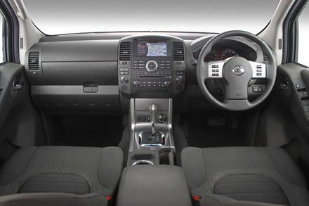 Nissan Navara 4.0 4x4 Detail - Cars.brick7.co.za