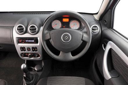 Renault Sandero 1.6 Dynamique Detail - Cars.brick7.co.za